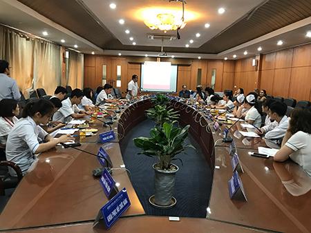 ThS. Nguyễn Hữu Dự - Phó Trưởng phòng Điều dưỡng, phát biểu và chủ trì buổi tập huấn