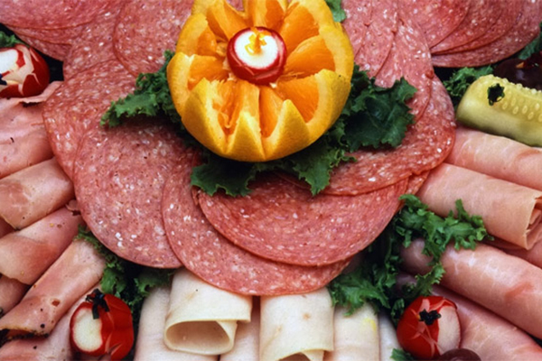 Các loại đồ ăn nguội thường chứa nhiều muối và chất béo