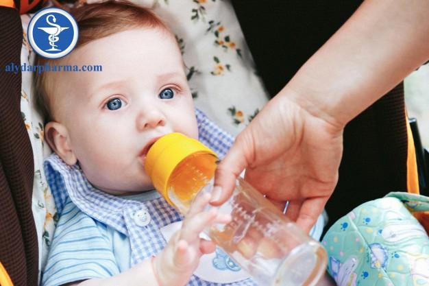 Uống đủ nước giúp trẻ không mất nước, đàm nhớt loãng
