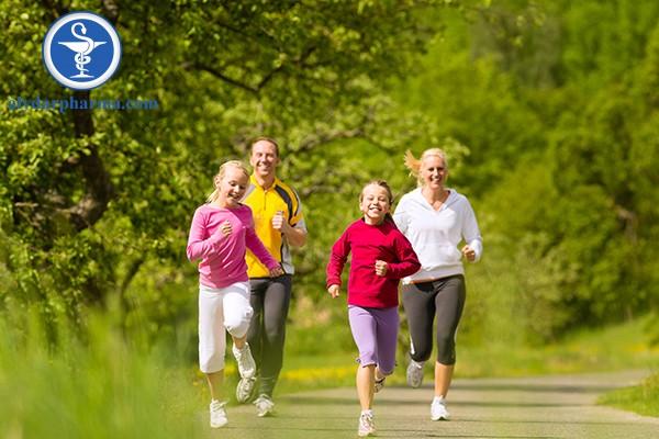 Tập luyện với người thân, bạn bè giúp bạn xây dựng và duy trì thói quen tập thể dục mỗi ngày