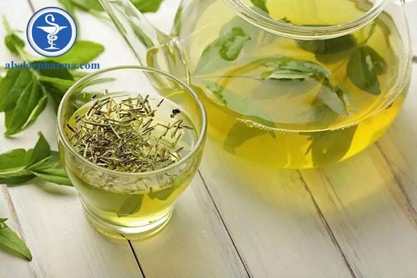 Trà xanh có chứa chất chống oxy hóa, giúp bảo vệ gan hiệu quả.