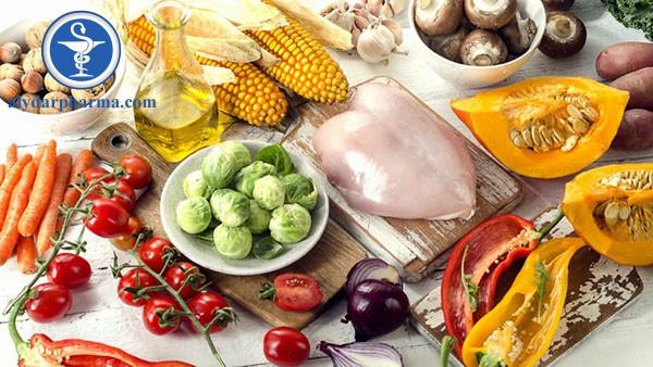 Sau phẫu thuật, bệnh nhân nên bổ sung các chất dinh dưỡng vào chế độ ăn của mình như beta-caroten, chất xơ, vitamin C,… để vết thương mau lành hơn.