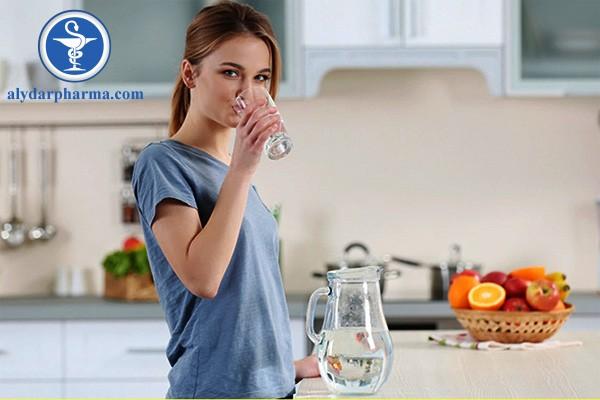 Trong quá trình dùng thuốc Grafort, bạn nên bổ sung nước cho cơ thể khi cần thiết