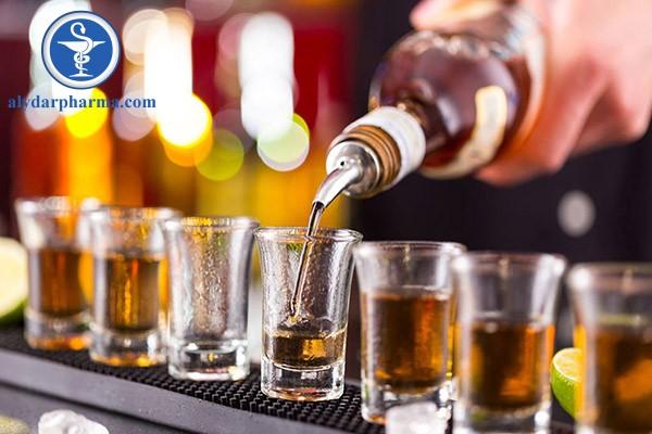 Không nên uống rượu trong thời gian sử dụng thuốc này vì nó sẽ làm cho tác dụng phụ trở nên trâm trọng hơn