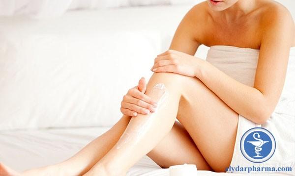 Người bị chàm da nên chú ý bôi kem dưỡng ẩm khoảng 2 lần mỗi ngày, nhất là khu vực có da khô.