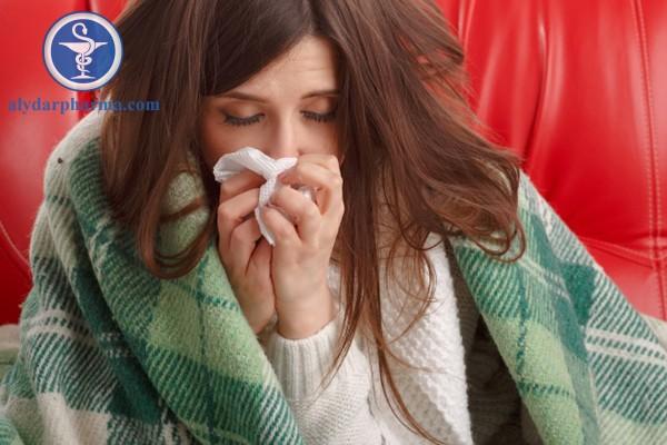 Gặp bác sĩ nếu kèm các triệu chứng khác: sốt cao, ớn lạnh, đau ngực, khó thở,...