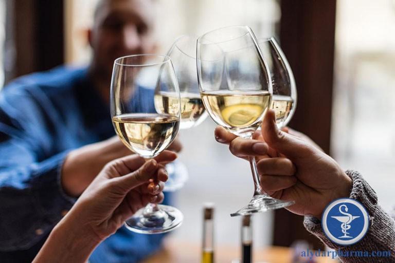 Cần hạn chế rượu bia và đồ ăn chứa cồn trong thời gian điều trị